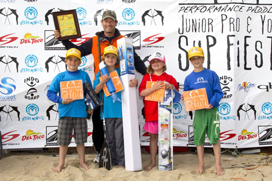 Jimmy Terrell with 8 & under sup surf finalists